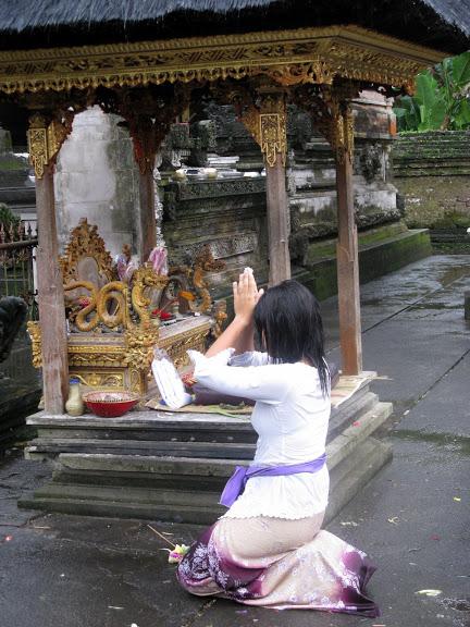 BALI – Balinezii si religia lor