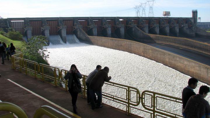 Ciudad del Este şi al doilea cel mai mare baraj din lume